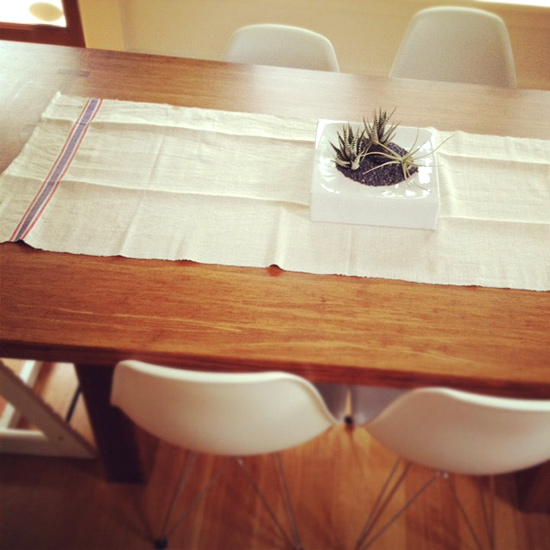 Peter Hoang & Nerissa Goco : Vintage Romanian Linen   Table Runner